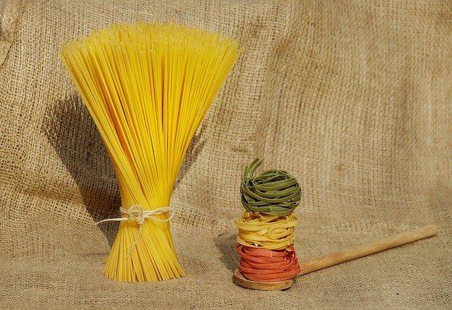 barevné těstoviny