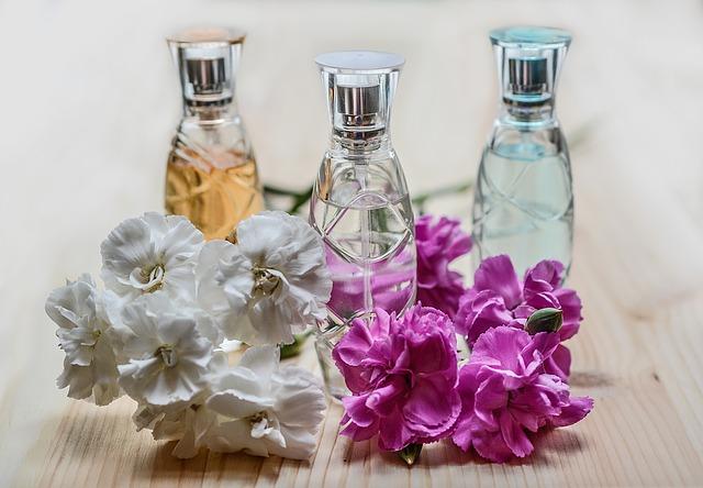 parfémy a květiny