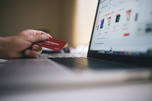kreditní karta u nákupu
