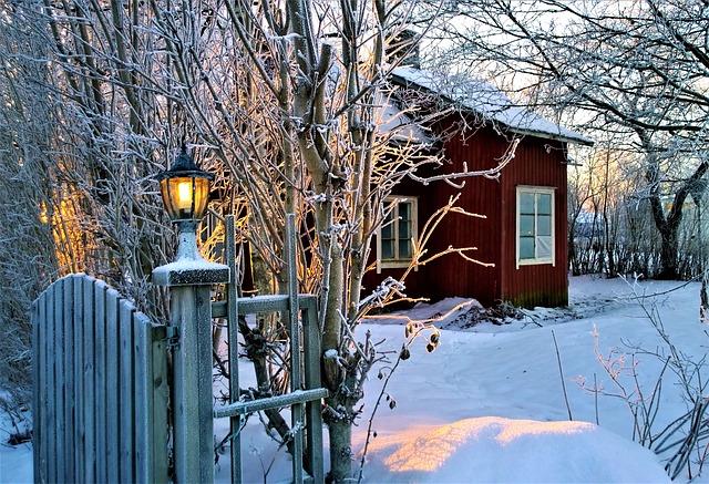 chata ve sněhu