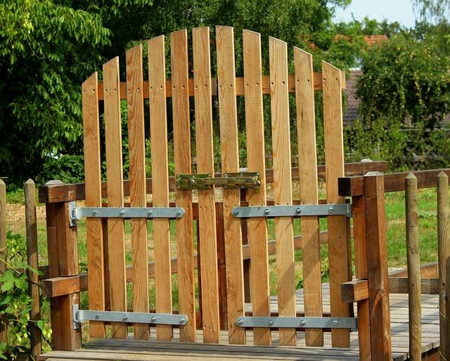 dřevěná branka
